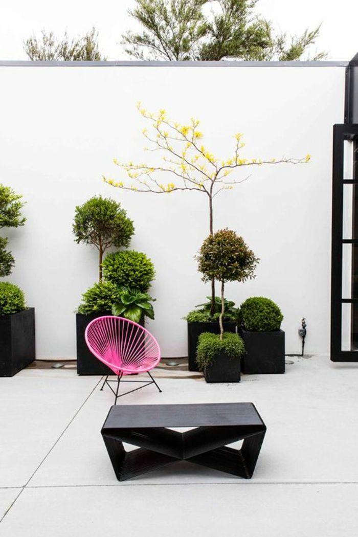 Gartengestaltung Beispiele Ein Schlichtes Design Von Garten Mit Weißem  Sichtschutz