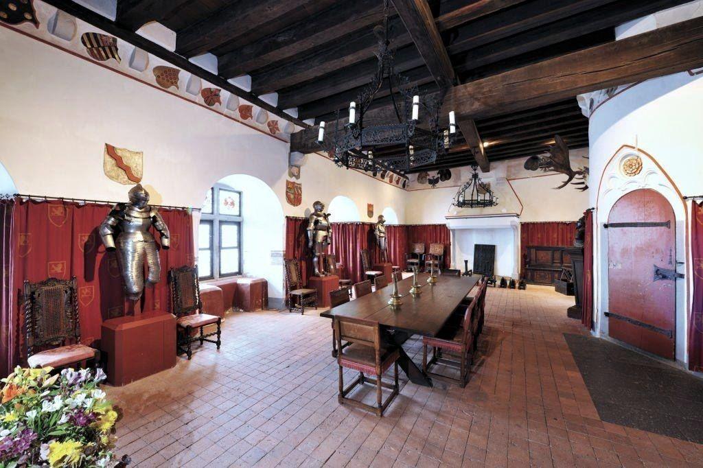 Ca 1170 Eltz Castle Wierschem Deutschland Germany Armory In 2020 Castles Interior Burg Eltz Castle Castle