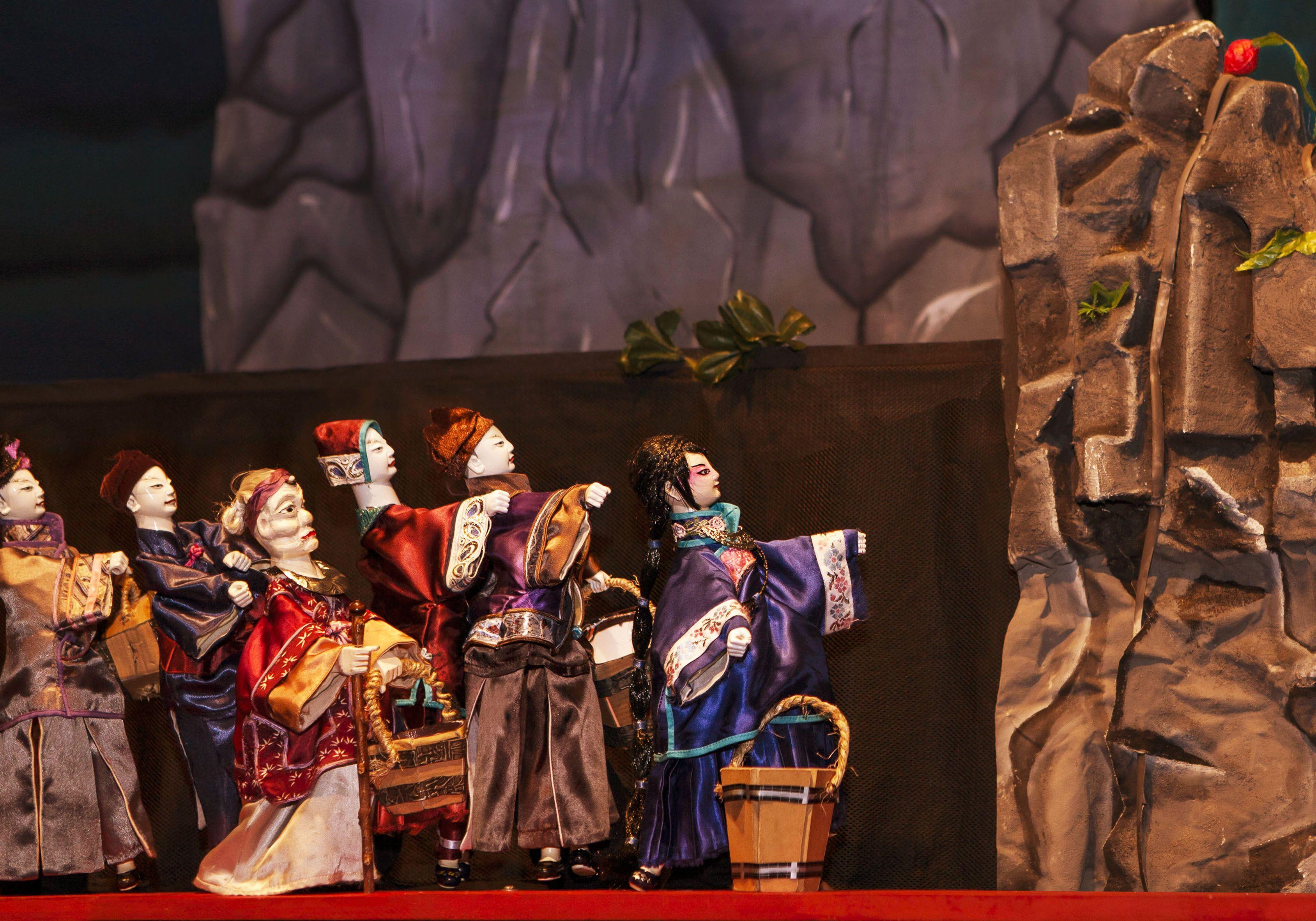 """""""Alboroto en el cielo"""" Dramaturgia y Dirección: Ignacio Huang. Del grupo de Títeres Tradicional Chino HUA GUO SHAN.  Domingos 17:00 hs. Pan y Arte Teatro Bar (Boedo 876)"""