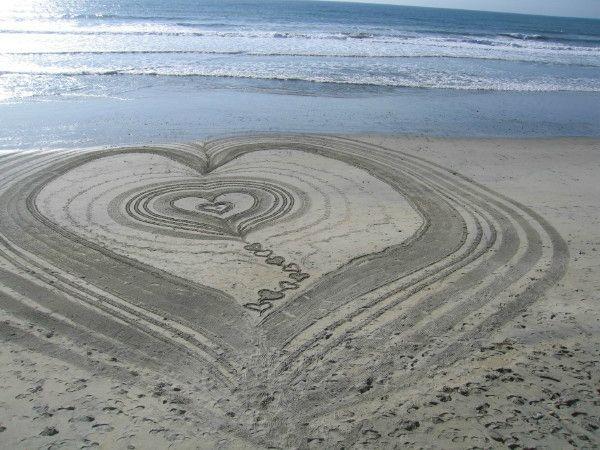 Tel L Eau Qui Coule Dans Un Fleuve Et Alimente La Mer Ton Amour Coule Dans Mes Veines Et Alimente Mon Cœur Sculpture De Sable Dessin De Plage Amour