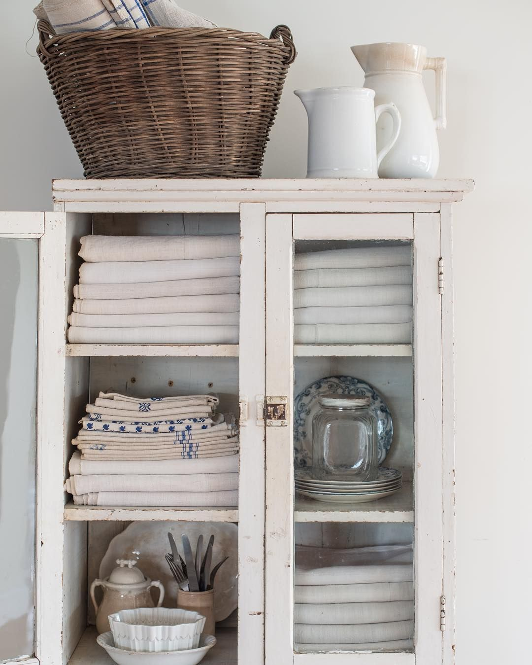 Shabby Küchenutensilien Shabby Chic Cupboard Is A Great Storage Idea Shabby Chic Home