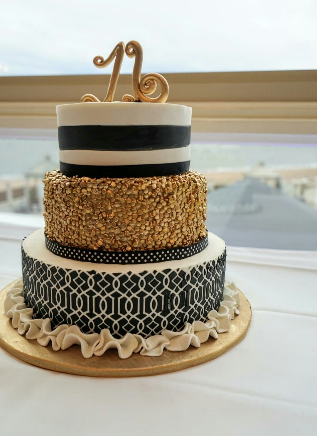 Black Gold And White Sweet 16 Cake Sweet 16 Cakes Cool