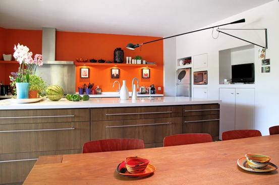Associer la peinture orange dans salon cuisine et chambre for Exemple couleur cuisine