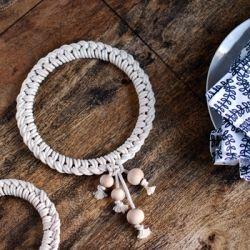 Fête des Mères : Make this gorgeous Scandinavian inspired knotted macrame trivet. Tutorial.