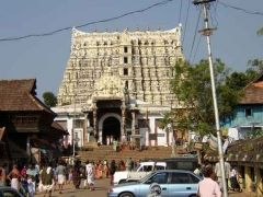 South India is a land with rich culture. It abounds in temples that reflect its rich cultural heritage. Various destinations in South India boast of famous temples with remarkable architecture. Let us learn what you can explore on your South India Temples Tour.