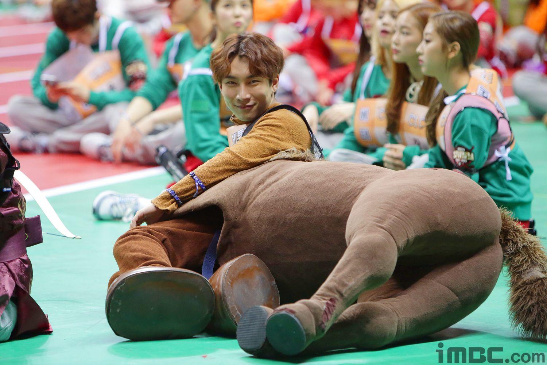 Bts S Jimin And More Try To Ride Btob S Eunkwang S Horse Costume At 2016 Idol Star Athletics Championships Btob Sungjae Sungjae Btob