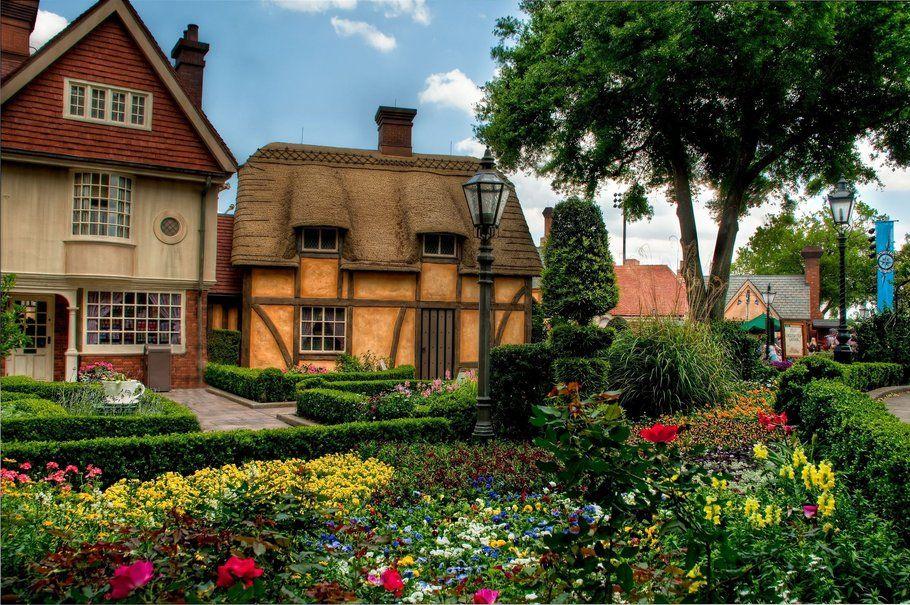 Casas de pueblo, flores, flores, árboles fondo de pantalla