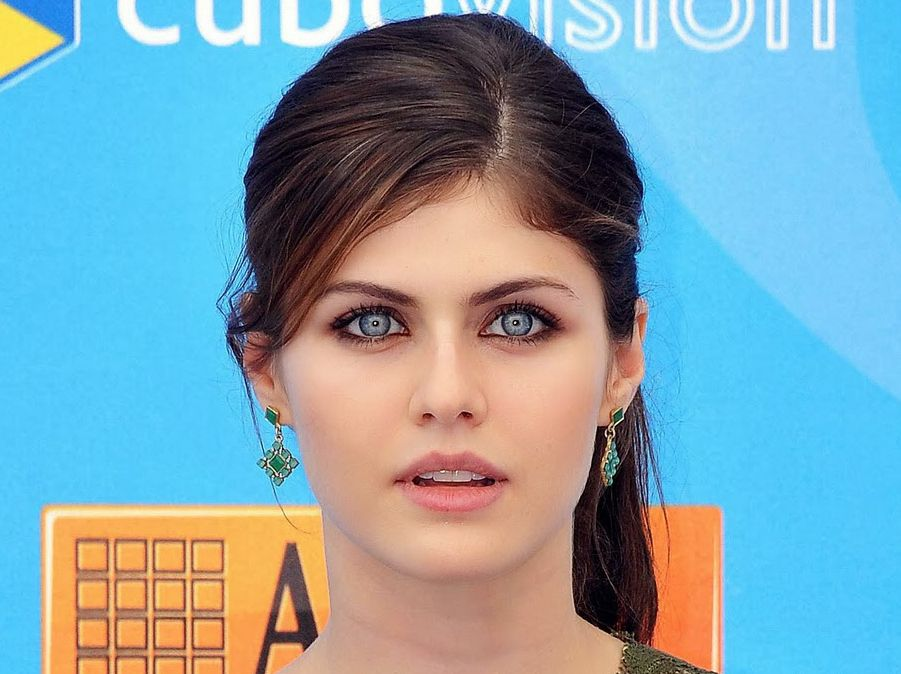 Alexandra Daddario Gorgeous Lady Women Beauty Routines Face Care Skin Beautiful People Celebrities Eyes