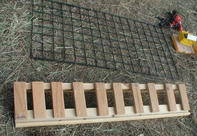 I've been wanting to have a hay feeder built for the horses and took advantage of the good weather, as well as hubby's recovery, to have him whip this up. The grid is a 2′ x 4&#82…