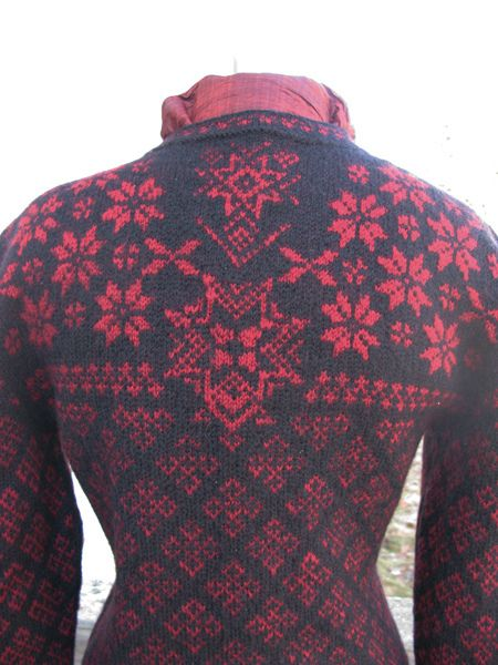 Ravelry: 2PlyProductions' Julia's sweater