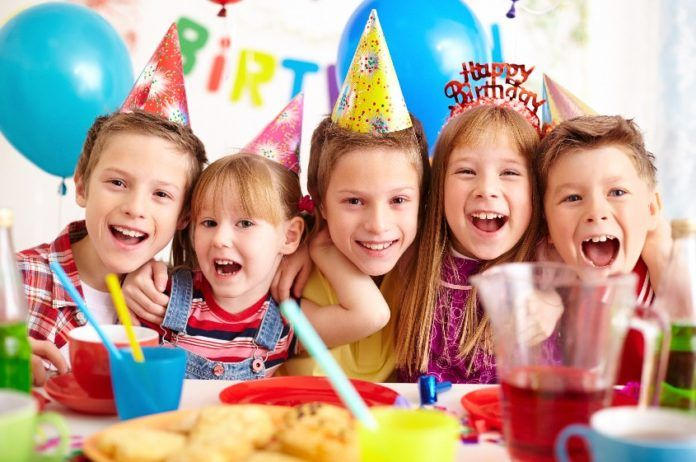 12 Easy Ways To Keep Kids Entertained At A Party Biggietips Farm Birthday Invitation Fun Birthday Party Birthday Party Planning