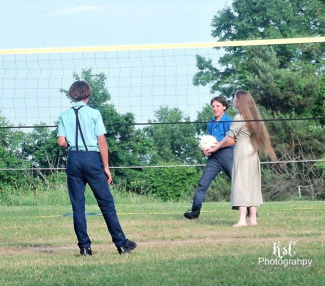 A Quick Game Of Volleyball While Her Hair Dries With Images Amish Culture Amish Family Amish Country