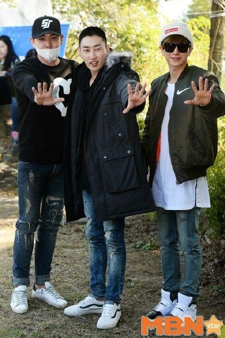 SJ成員強仁和利特今天特地陪伴銀赫一起到部隊報到。