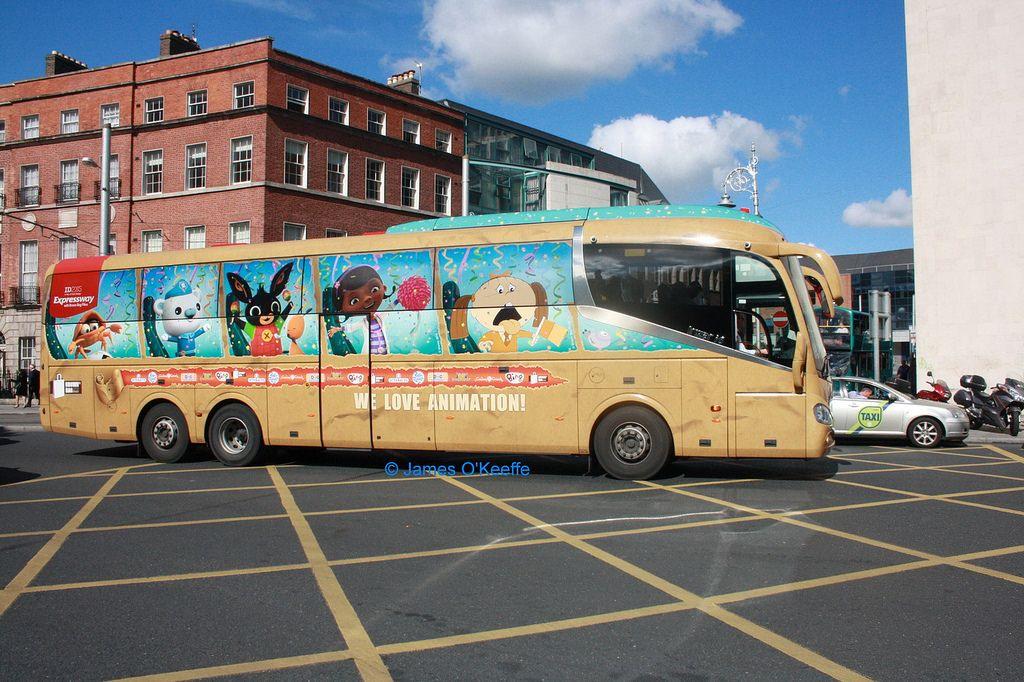 Bus Eireann SE39 (151D6215).   Brown bags