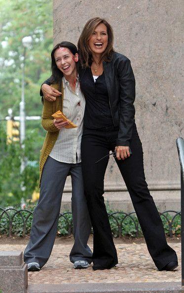 Mariska Hargitay Photostream Mariska Hargitay Jennifer Love Hewitt Law And Order Special Victims Unit