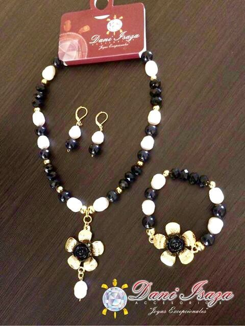 #collar en fósil, perla, cristales  55.000 mil pesos ☎️whatsapp +57 3105484392  ✈️envíos nacionales. #mujer #colores #bisuteria #Cali #Medellin #Bogota #artesanías #lindas #emprendedor #compras #obsequios #juvenil #trébol #regalo #ojitos #Murano #cristales #primavera #colección  #Colombia #usa #Europa #panama #Palmira  #pasto #Cartagena #accesorios.