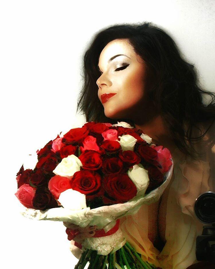 «Городские розы редко имеют аромат. Тот букет пах, будто розарий в Никитском ботаническом саду) #самощелки #фотомастхэв #блюрнашевсё»
