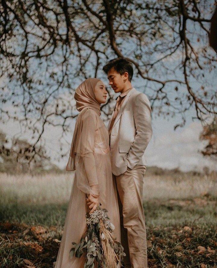 Pin Oleh Liya Azha Di Prewedding Ku Pengen Di 2020 Foto Tunangan Pose Perkawinan Foto Perkawinan