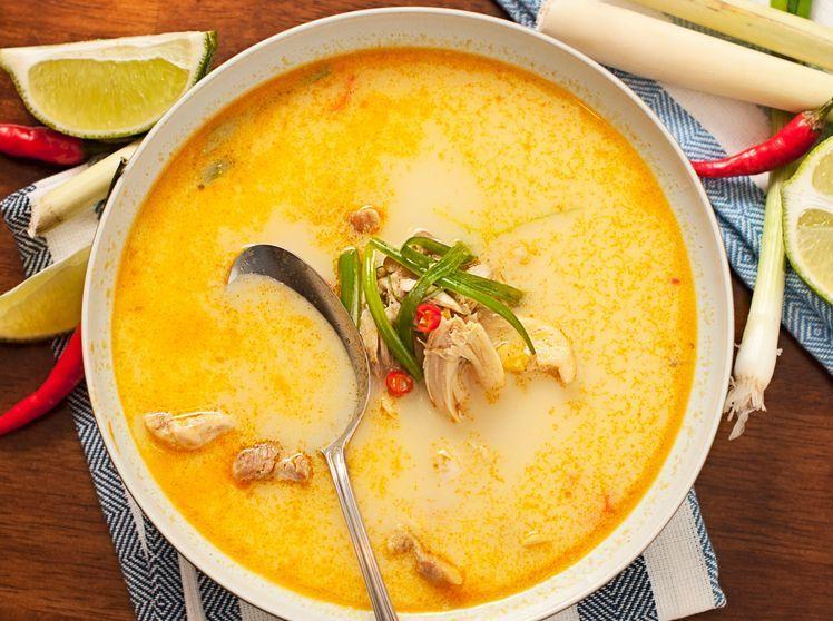 Thai-Curry-Suppe mit Hühnchen Die schnelle Suppe unter 300 Kalorien
