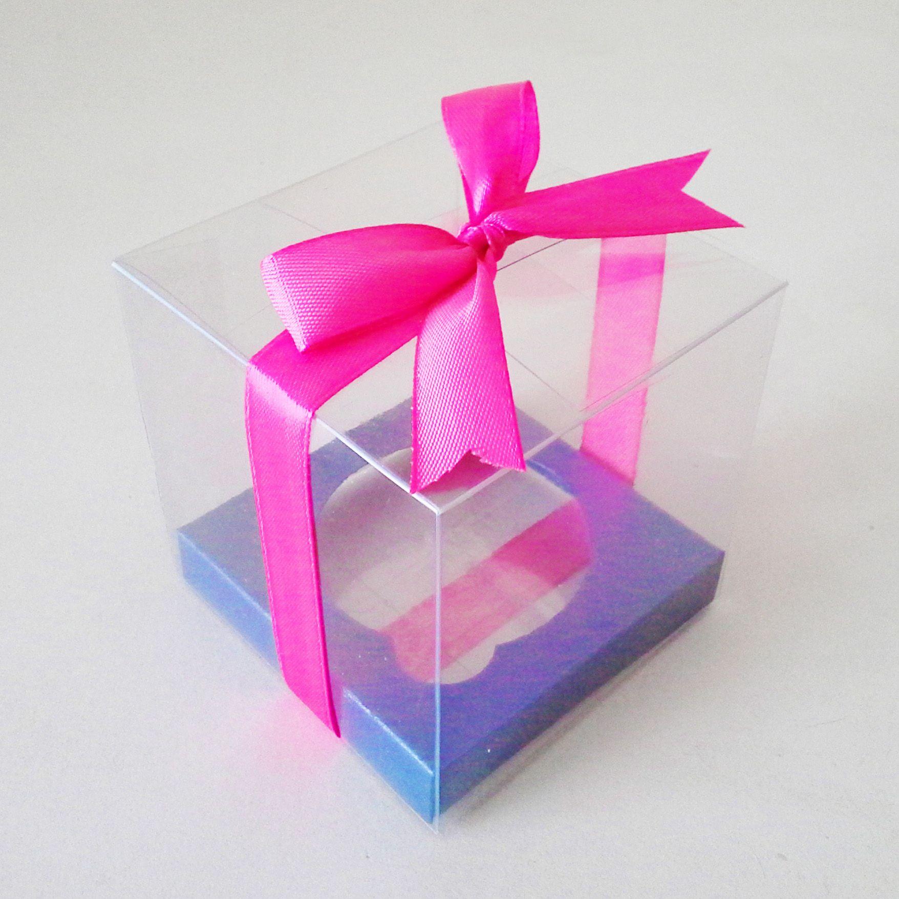 Caja de acetato individual para cupcakes con moño fiusha y base azul ...