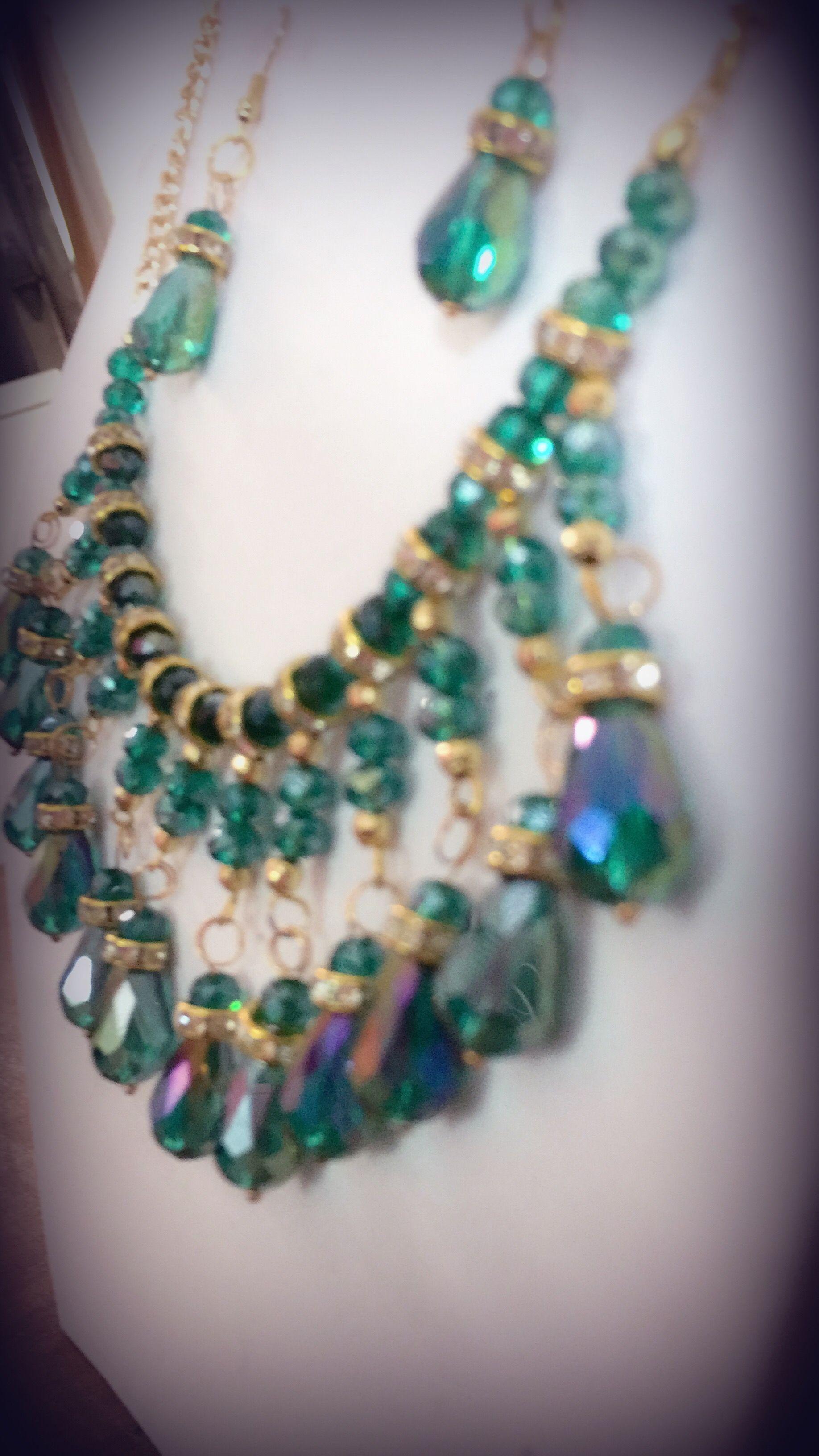 9b9729dd69d1 Collar bisutería en gota cristal verde