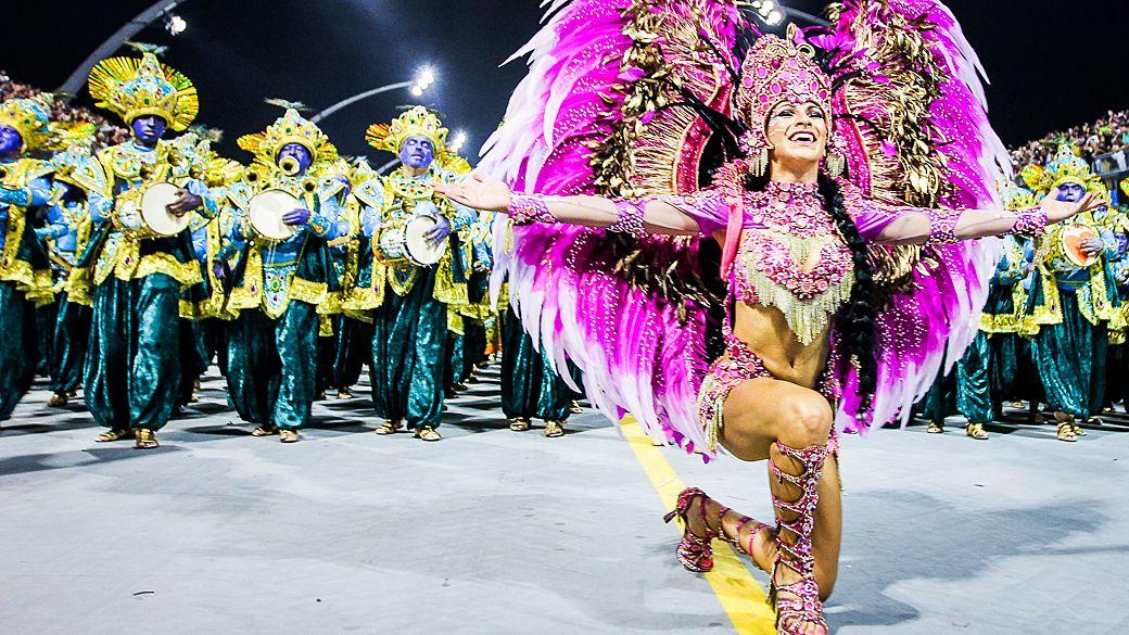 O desfile da Mocidade Alegre - Galeria de fotos - VEJA.com___http://veja.abril.com.br/multimidia/galeria-fotos/o-desfile-da-mocidade-alegre-2014