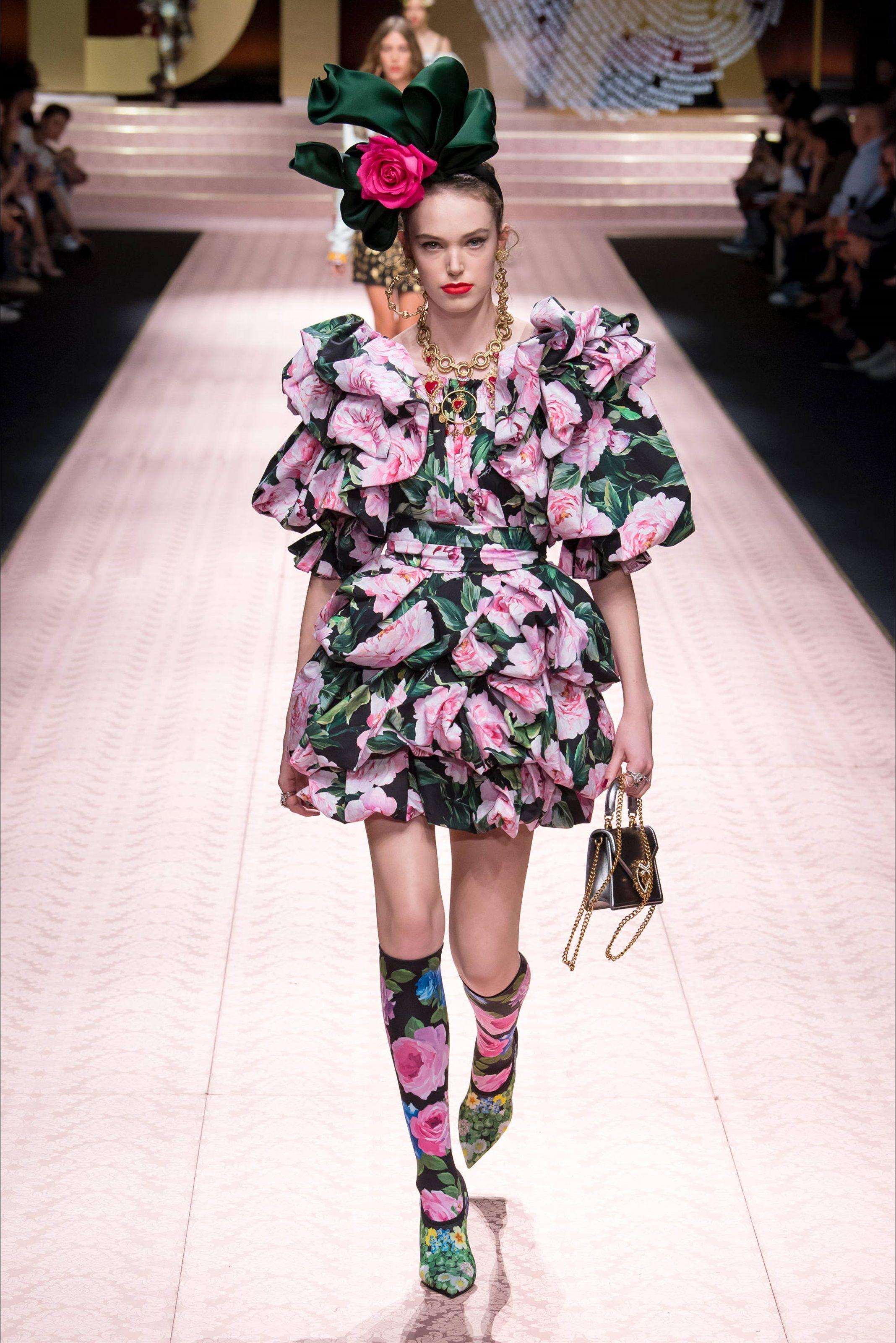Sfilata Dolce   Gabbana Milano - Collezioni Primavera Estate 2019 - Vogue d21296b633e