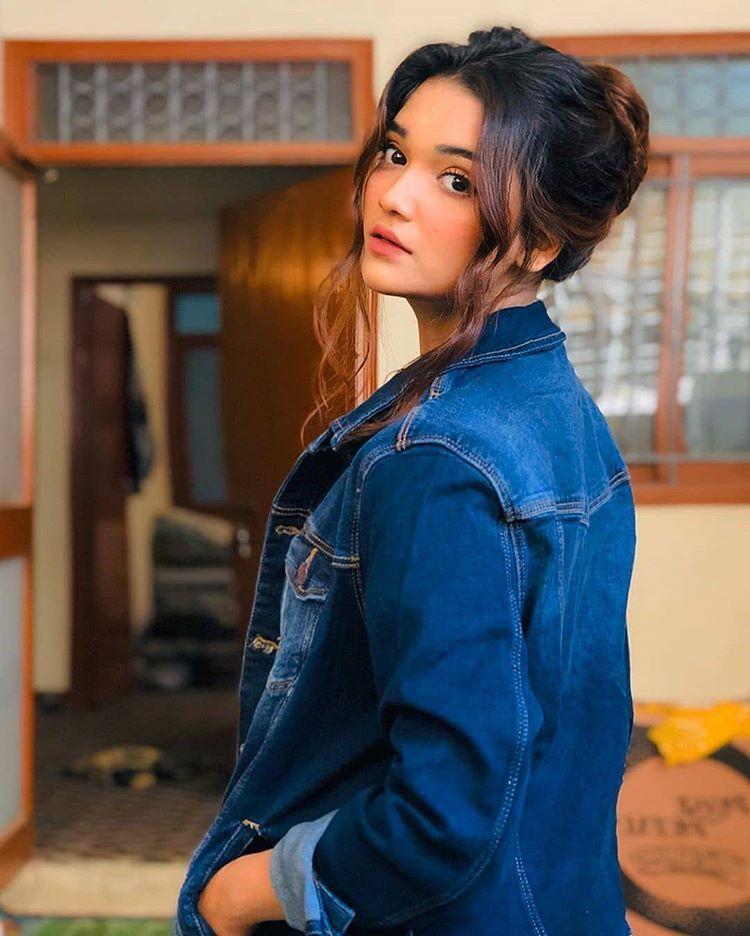 Romaisa khan (@romaisa__khan1) • Instagram photos and videos in 2020 |  Stylish girls photos, Simple pakistani dresses, Stylish girl