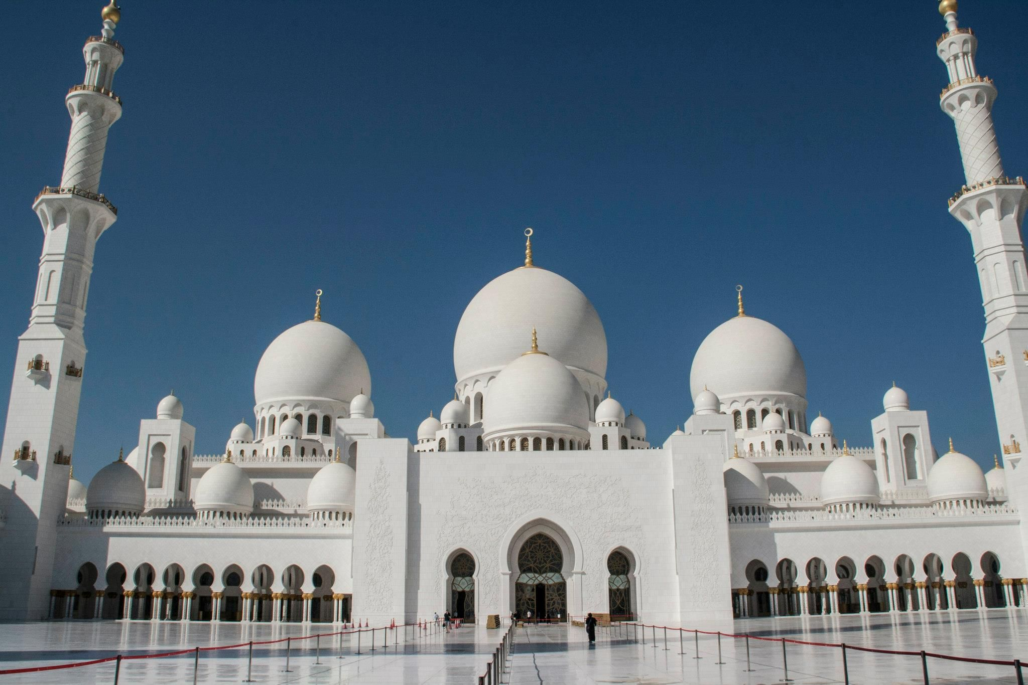 Free Tour At Grand Mosque Abu Dhabi In Abu Dhabi A Must See Is