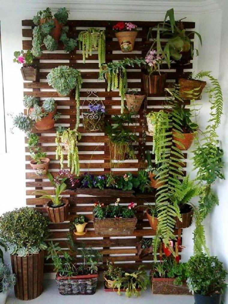 Dekoration Von Kleinen Terrassen Wie Man Eine Kleine Terrasse Schmuckt Vertikaler Garten Gartengestaltung Paletten Garten