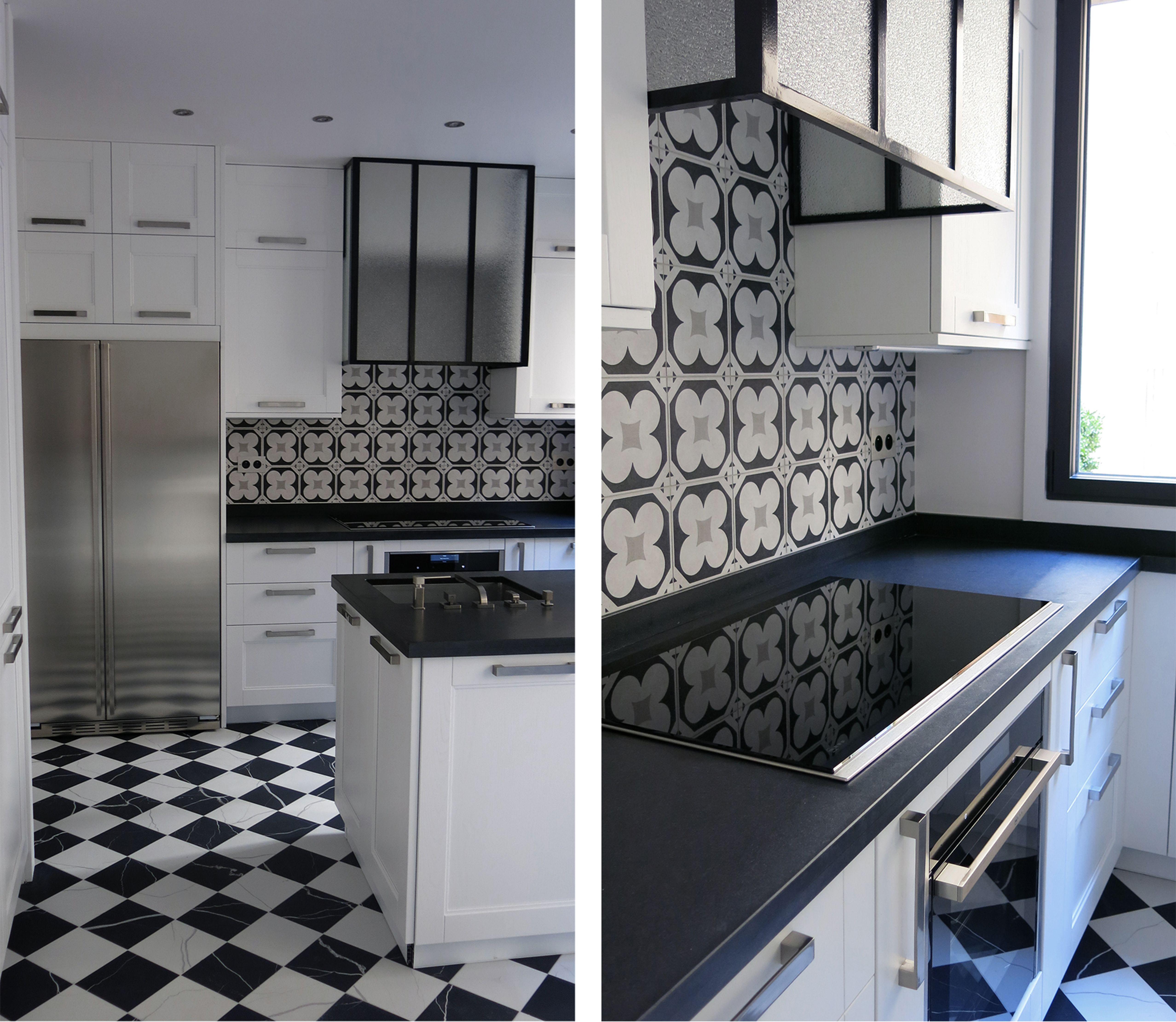 Cuisine Blanche Plan De Travail En Granit Zimbabwe Hotte Type Atelier Sol En Damier Noir Cuisine Moderne Blanche Carrelage Noir Et Blanc Cuisine Moderne