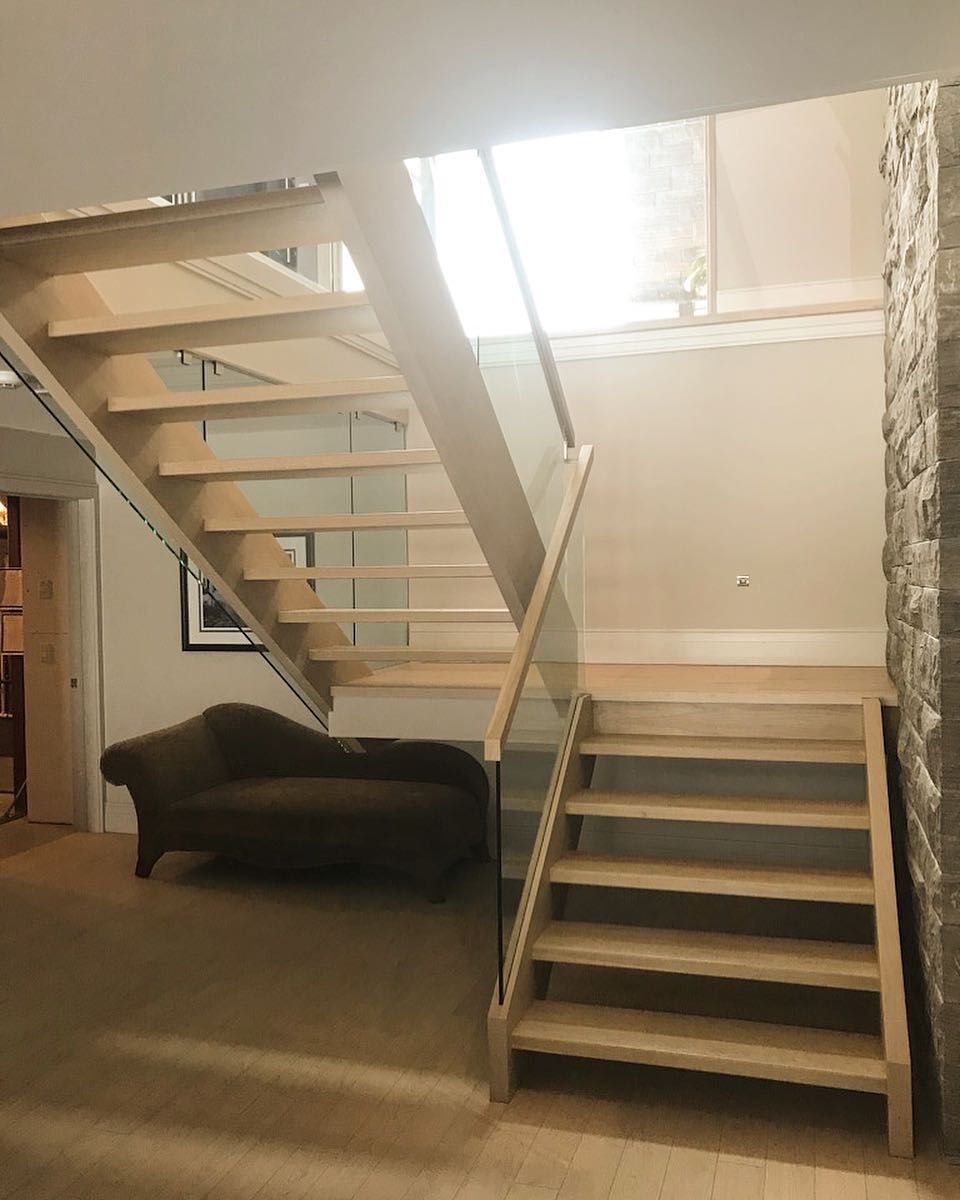 Best Closed 2 Side White Oak Stairs With Built In Glass Channel 400 x 300