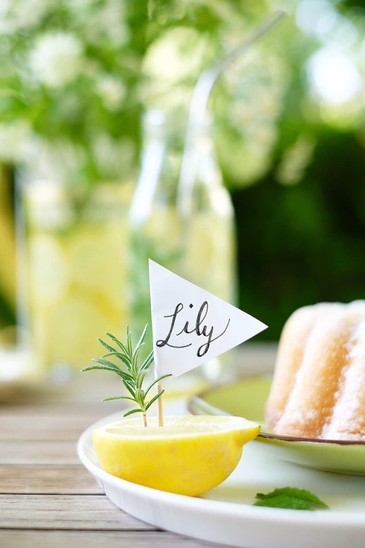 Sommerliche Do It Yourself Tischedeko Mit Zitronen Gartenparty Diy Girlande Partydeko