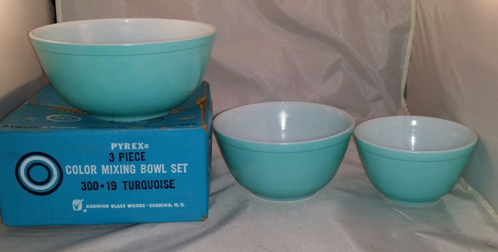 Vintage Pyrex Mixing Bowl Set