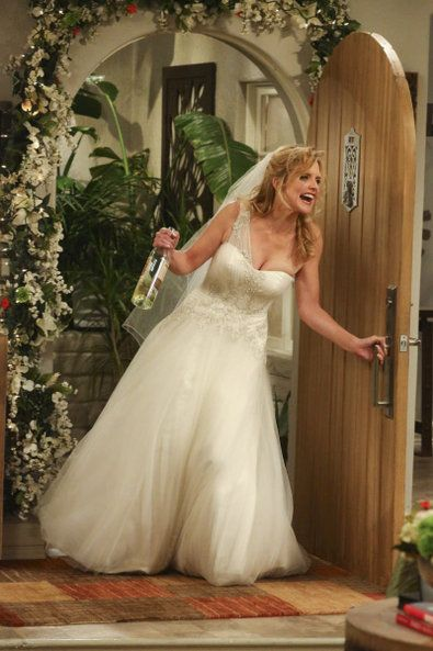 Two And A Half Men Lindsay With Images Iconic Weddings