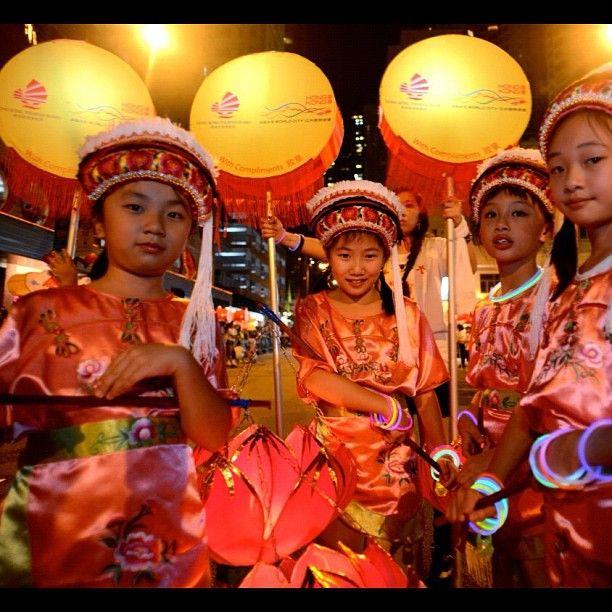 Tai Hang Fire Dragon Dance! Happy Mid-Autumn Festival from Asia's world city! #DiscoverHongKong #HongKong #culture #TaiHang #FireDragon #igers #igdaily #midautumn #moon #moonfestival #chinese #kids #mooncake
