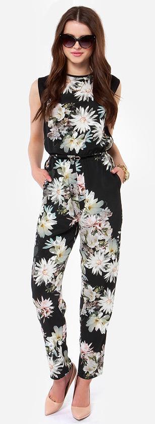 Floral jumpsuit. Fashion: pants