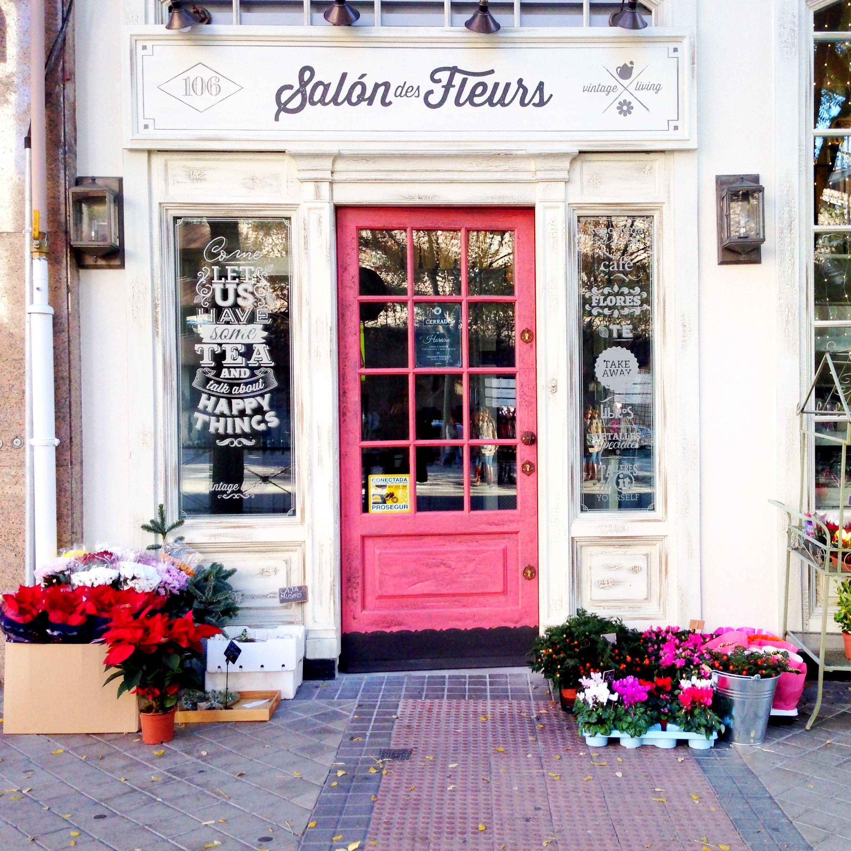 Si quieres ver sitios originales, no puedes perderte el Salon des Fleurs en Madrid, donde podrás tomar té, y llevarte alguna planta en la misma visita. Léelo en mi blog.