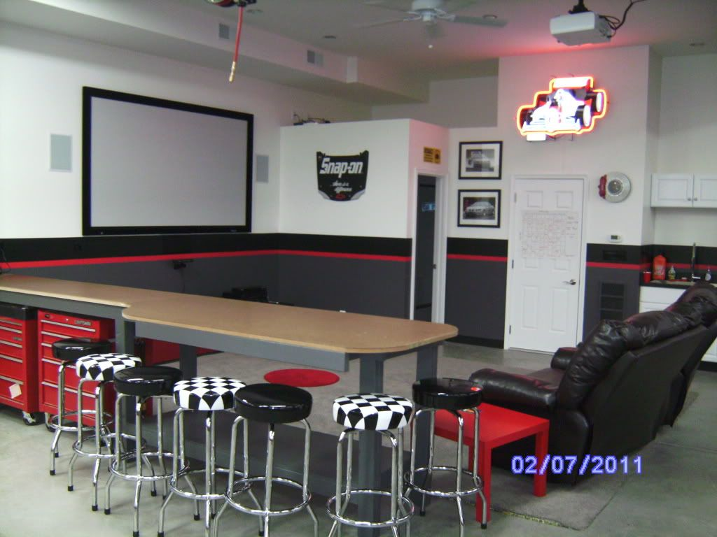 Garage Man Cave Projector : Like the idea for hangout area and that tool boxes slide