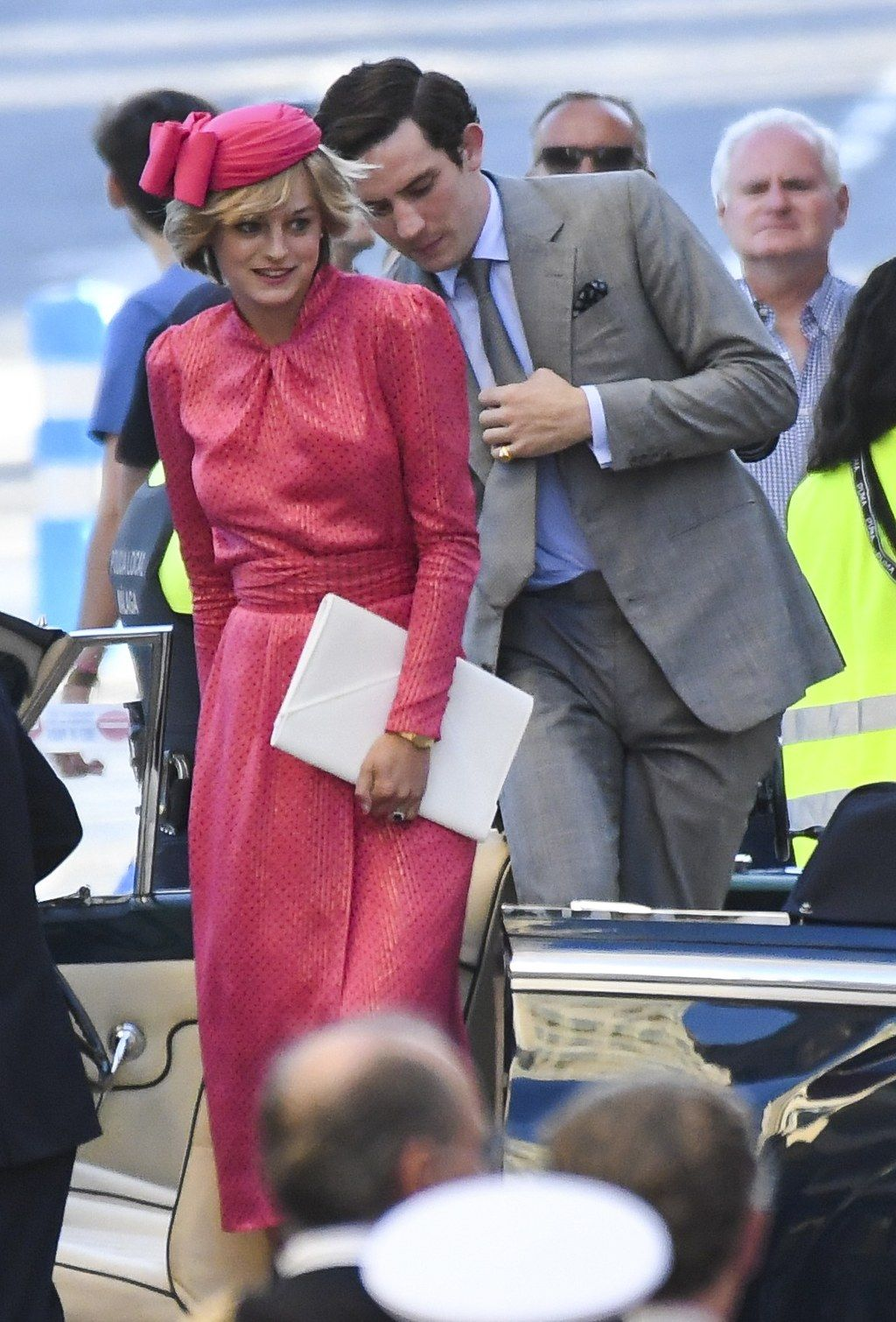 Emma Corrin Looks Exactly Like Princess Diana In New Photo From The Crown Set The Crown Season Princess Diana The Crown