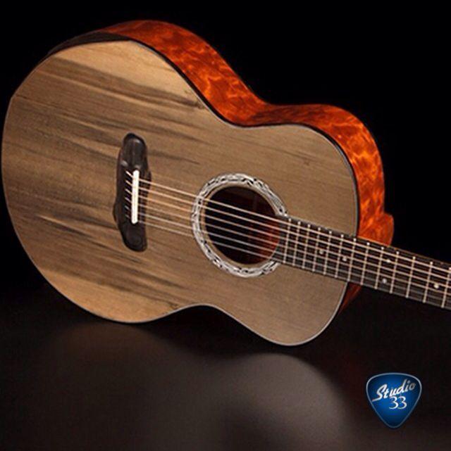 slash 39 s new custom acoustic guitar slash learn to play guitar online at www. Black Bedroom Furniture Sets. Home Design Ideas