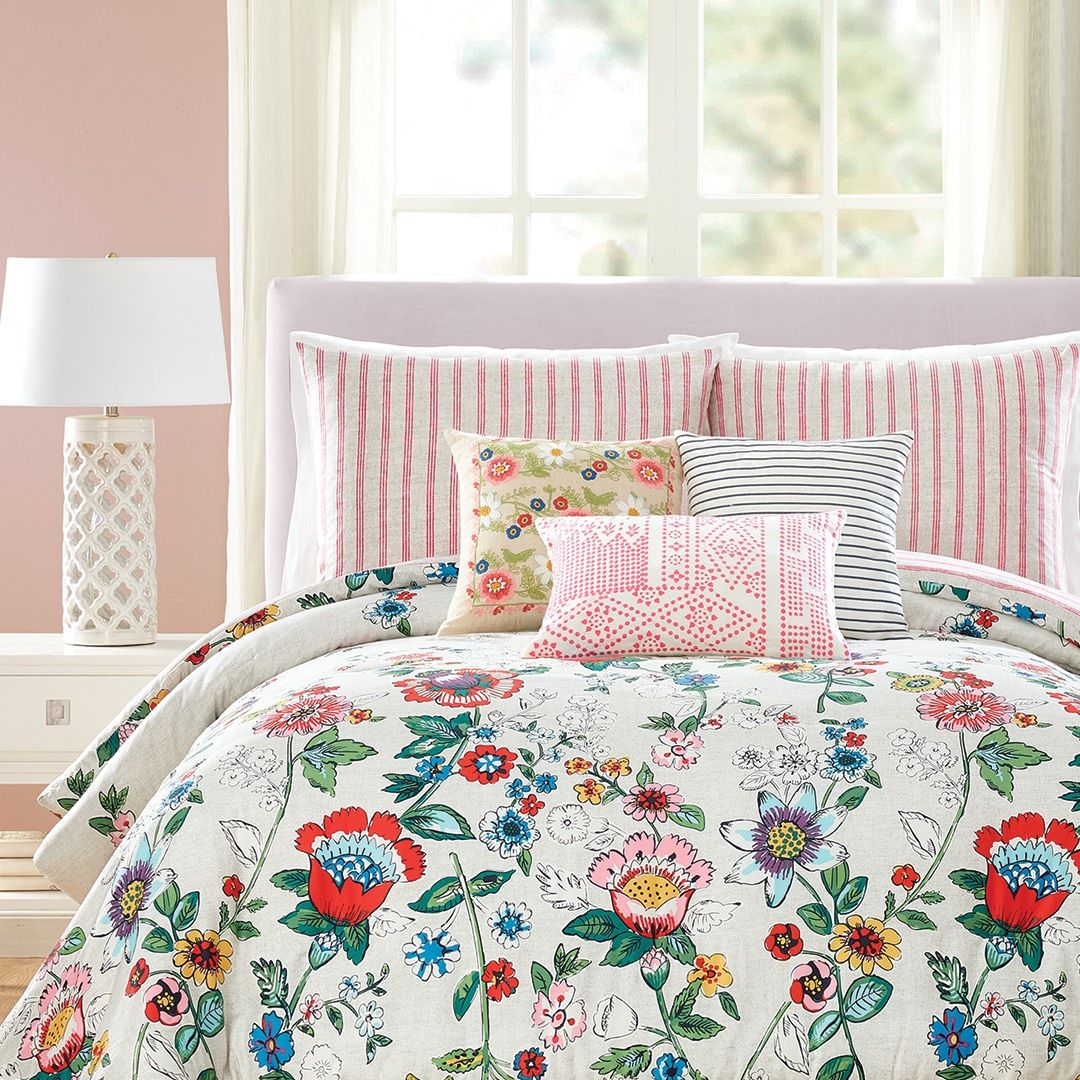 3 Easy Tips To Make Your Bed Like An Interior Designer Comforter