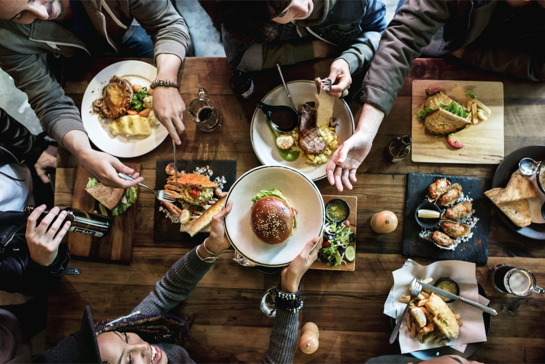 How Much Is Eating Out At Restaurants Really Costing You Comensales Recetas De Comida Modales En La Mesa