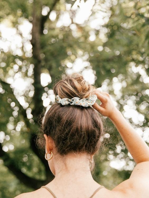 90s Scrunchie Hairstyles: Prairie Scrunchie