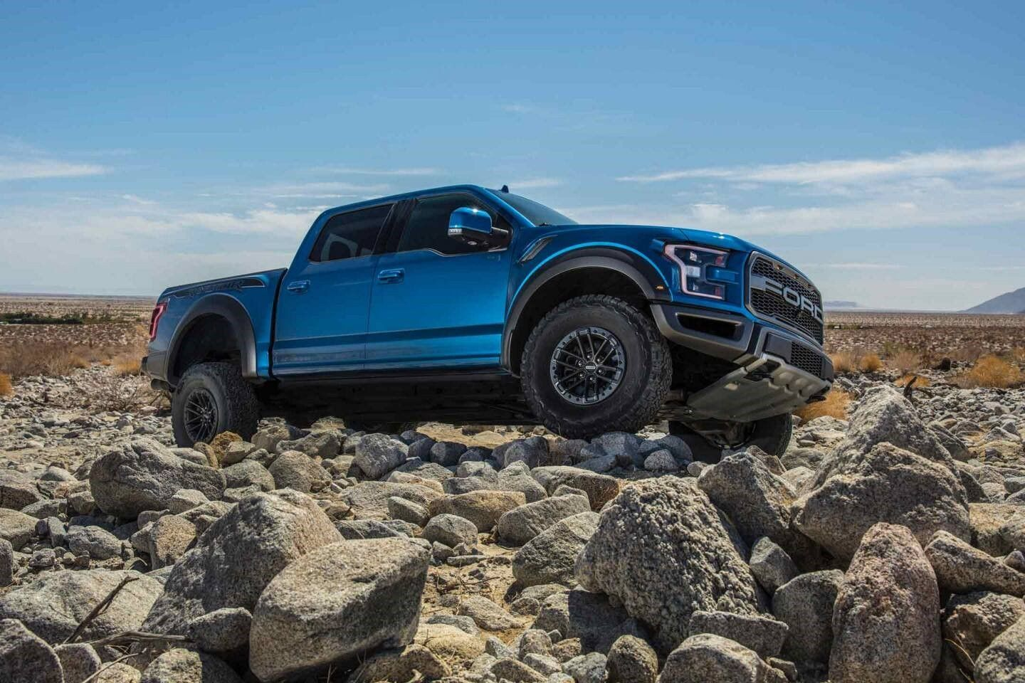 Stop By Ts S Ford To Compare The 2020 Ford Raptor Near Prineville Or Vs The Standard Ford F 150 Both Models Feature A Stunn Raptor Truck Ford F150 Ford Raptor