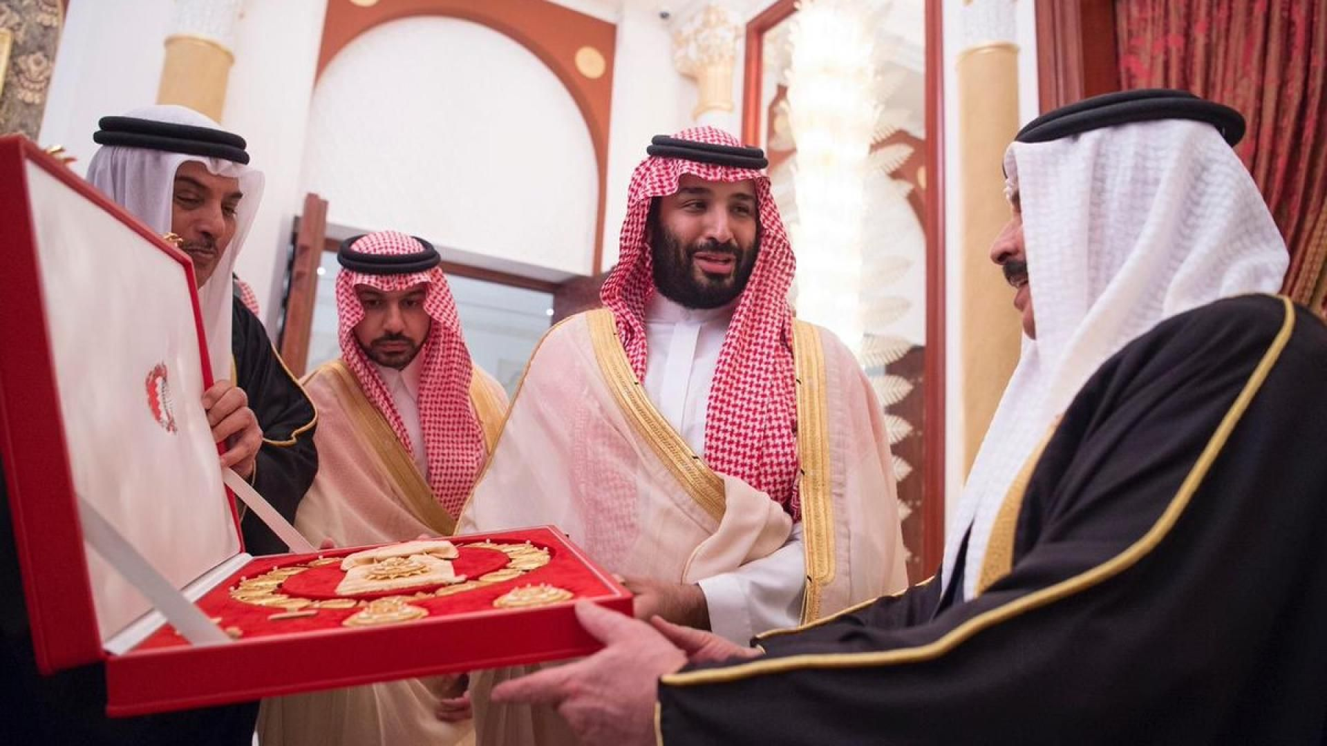 ولي العهد السعودي يؤكد لرئيس وزراء العراق ضرورة بذل الجهود للتهدئة وخفض التوتر وسام وملك وأميرة