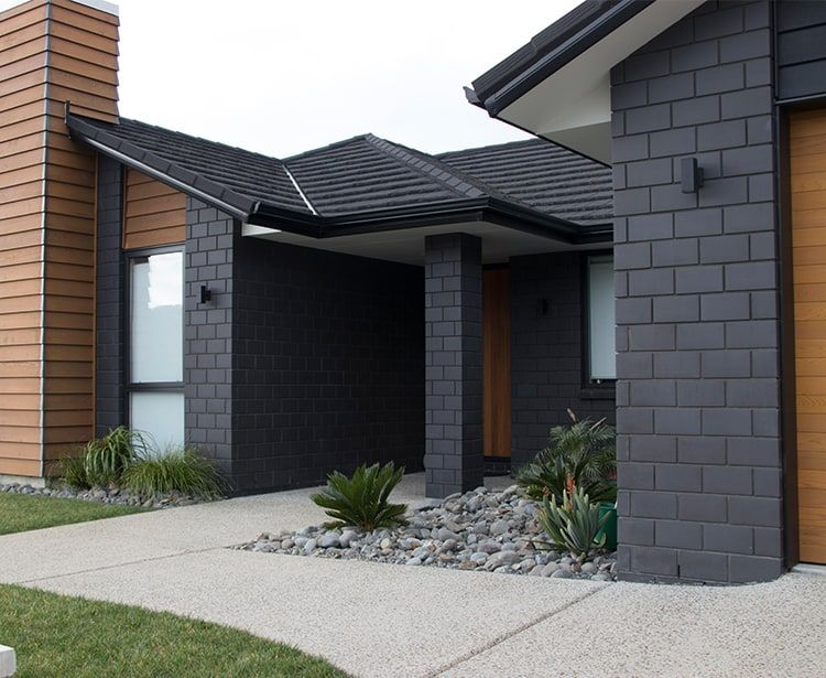 Midland Brick New Zealand Euro Grande Bricks Range Midlandbrick Brick Exterior House Painted Brick House House Cladding