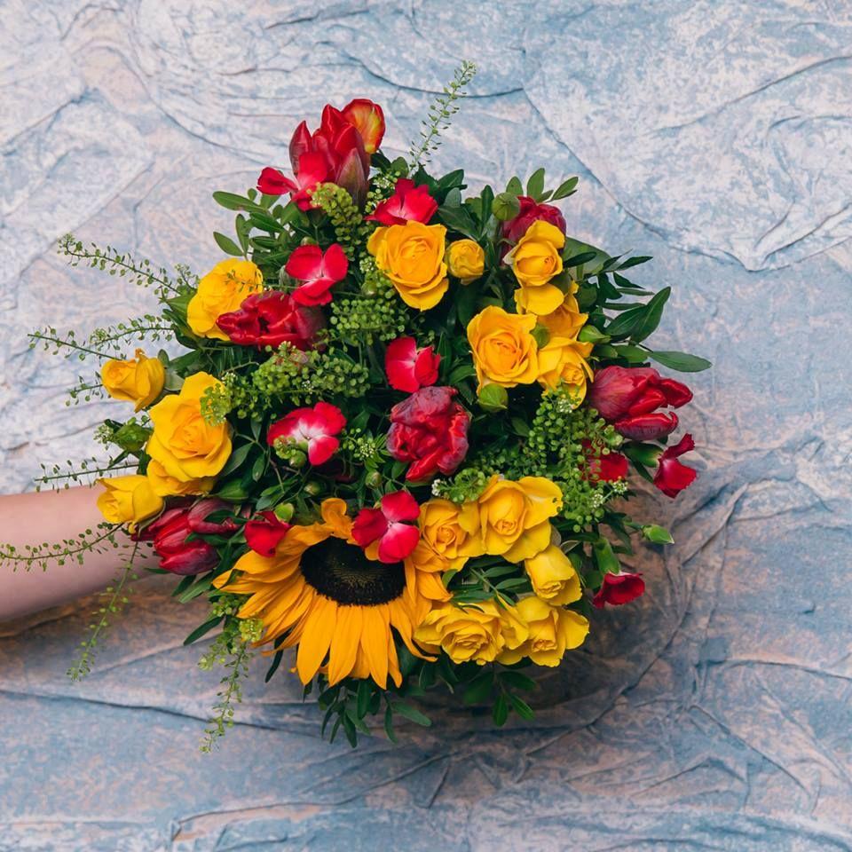 A Warm Winter Bouquet Lilacflowerboutique Lilacbaku Lilac Lilacportbaku Beatgroup Baku Azerbaijan Flowers Florist Bouquet Y Cvety Buket Cvetov Buket