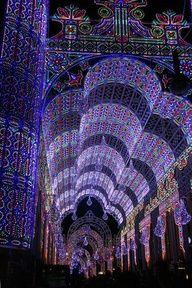 Incrível iluminado arcos de Valência, Espanha festival, Las Fallas.