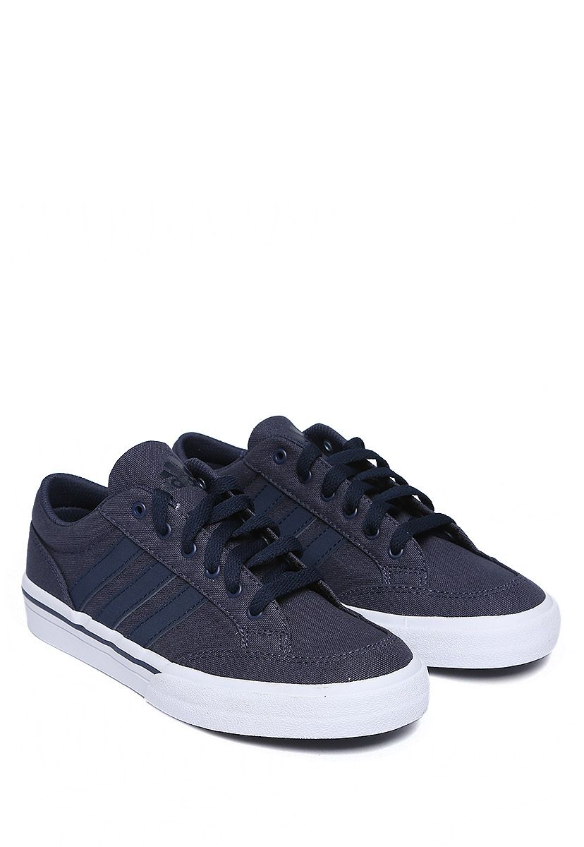 on sale 59af1 cf678 Tenis Adidas Gvp Canvas Str Tenis color azul marino en superficie textil  con diseño de franjas